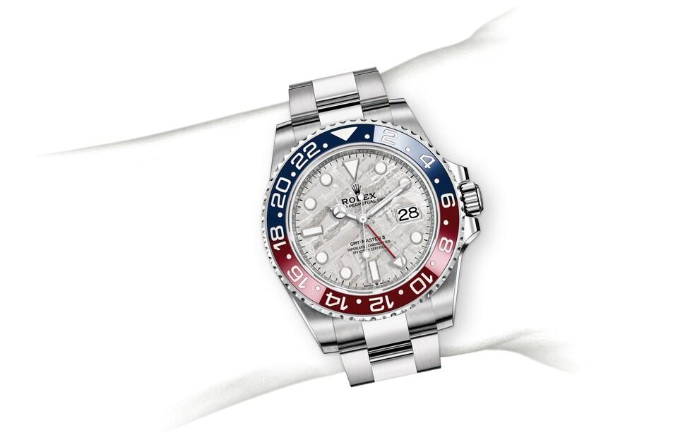m126719blro 0002 modelpage on wrist landscape