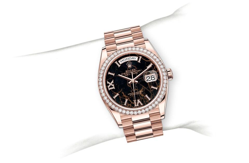 m128345rbr 0044 modelpage on wrist landscape