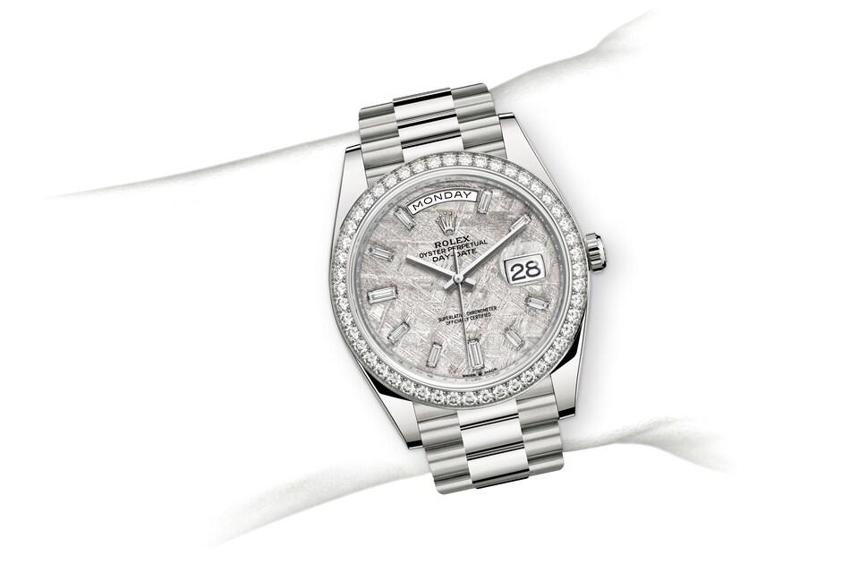 m228349rbr 0040 modelpage on wrist landscape