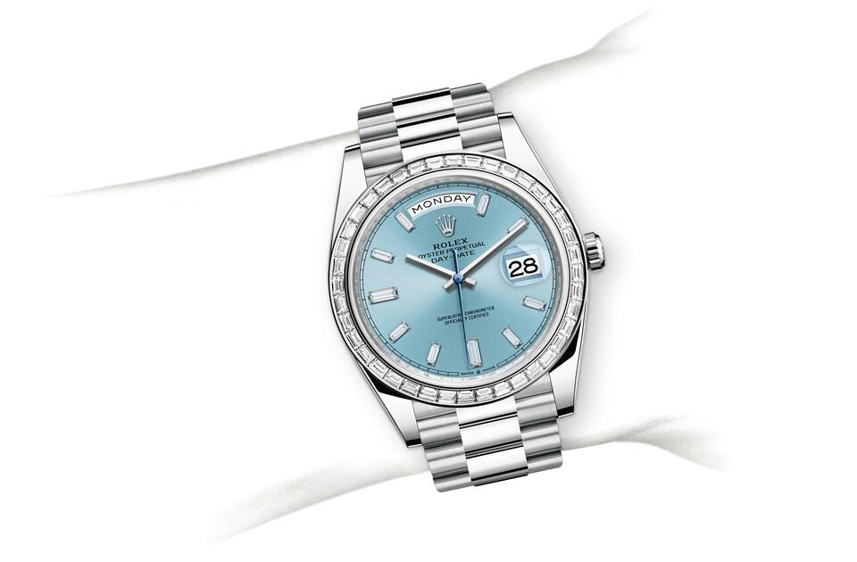 m228396tbr 0002 modelpage on wrist landscape