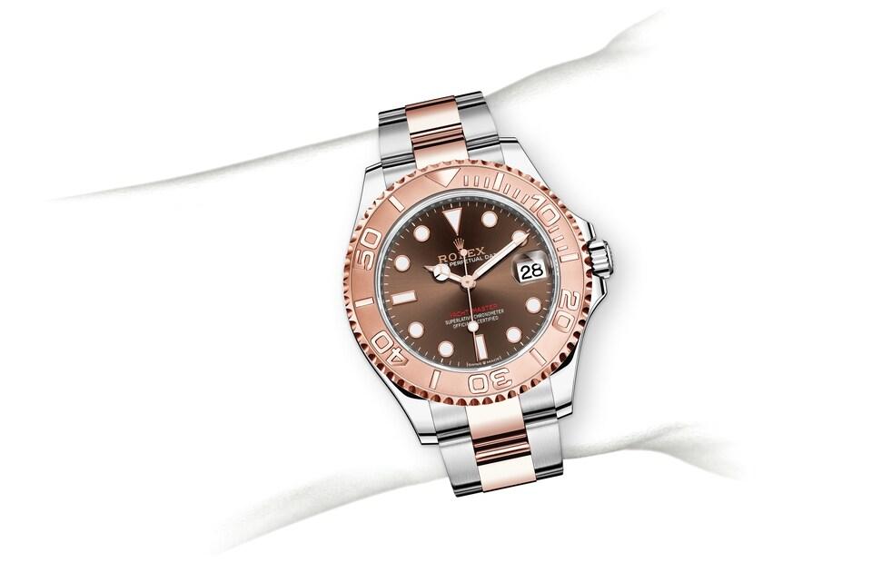 m268621 0003 modelpage on wrist landscape