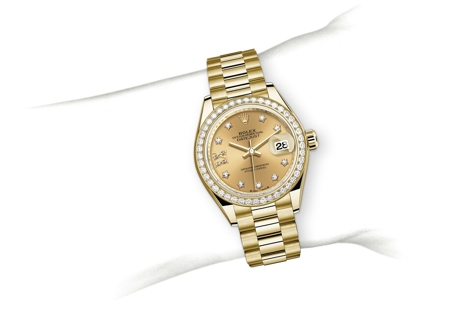 m279138rbr 0006 modelpage on wrist landscape