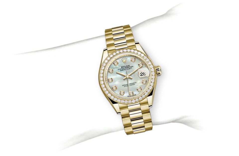 m279138rbr 0015 modelpage on wrist landscape
