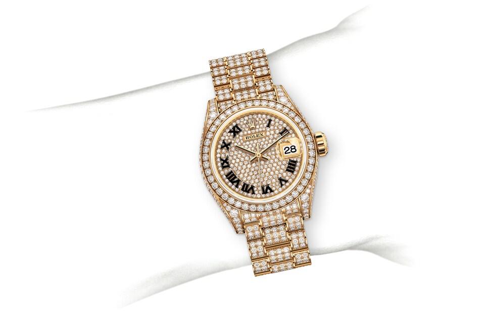 m279458rbr 0001 modelpage on wrist landscape