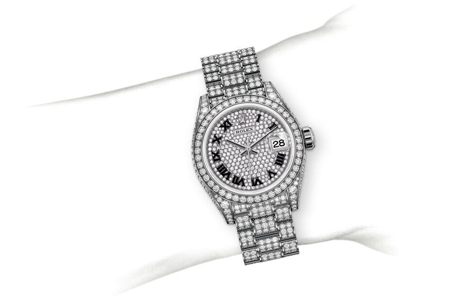 m279459rbr 0001 modelpage on wrist landscape
