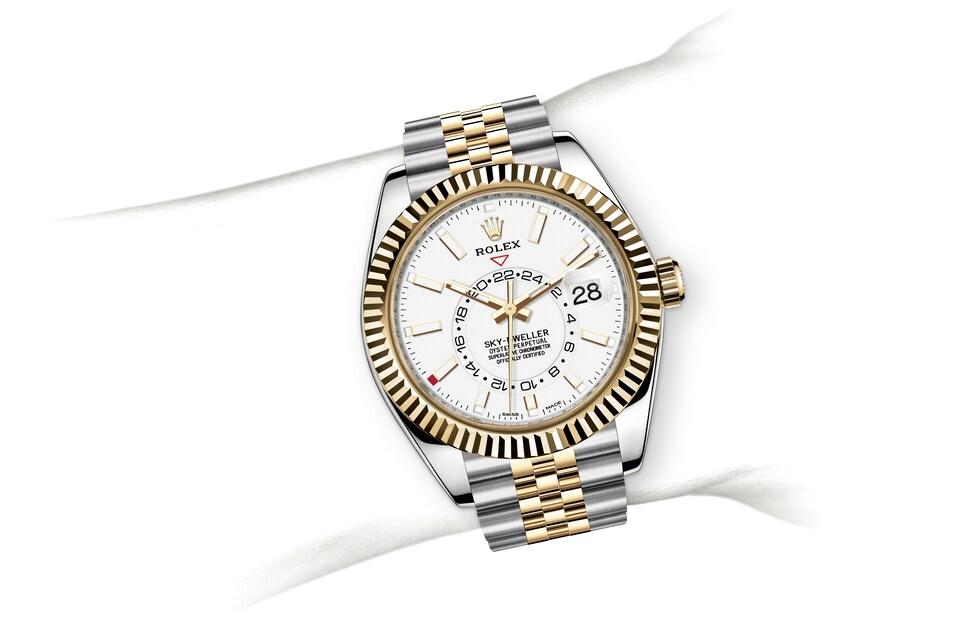 m326933 0010 modelpage on wrist landscape