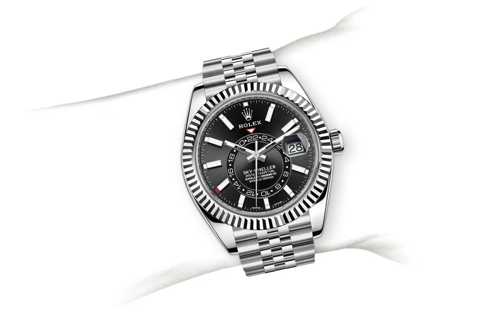 m326934 0006 modelpage on wrist landscape