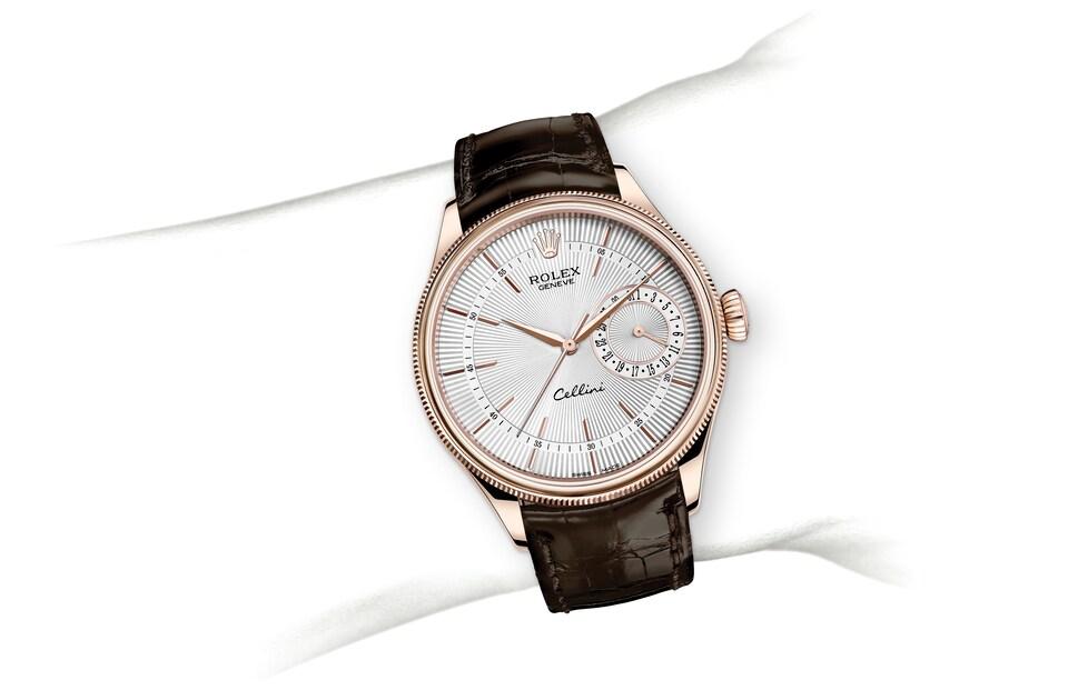 m50515 0008 modelpage on wrist landscape