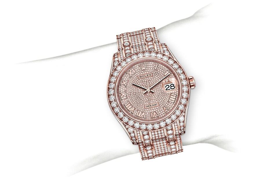 m86405rbr 0001 modelpage on wrist landscape